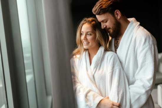 ماذا يحدث بين الزوجين في الحمام بالصور اوضاع الجماع الرومانسية المثيرة جلوري نوت